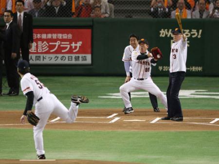 国民栄誉賞授賞式と引退セレモニーと始球式。長嶋監督と松井秀喜の師弟関係。
